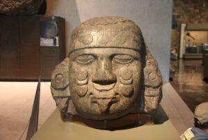 Obrovská hlava Coyolxauhqui